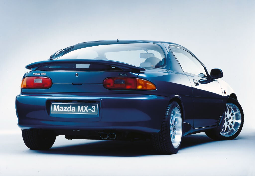 Mazda MX-3, trasera.