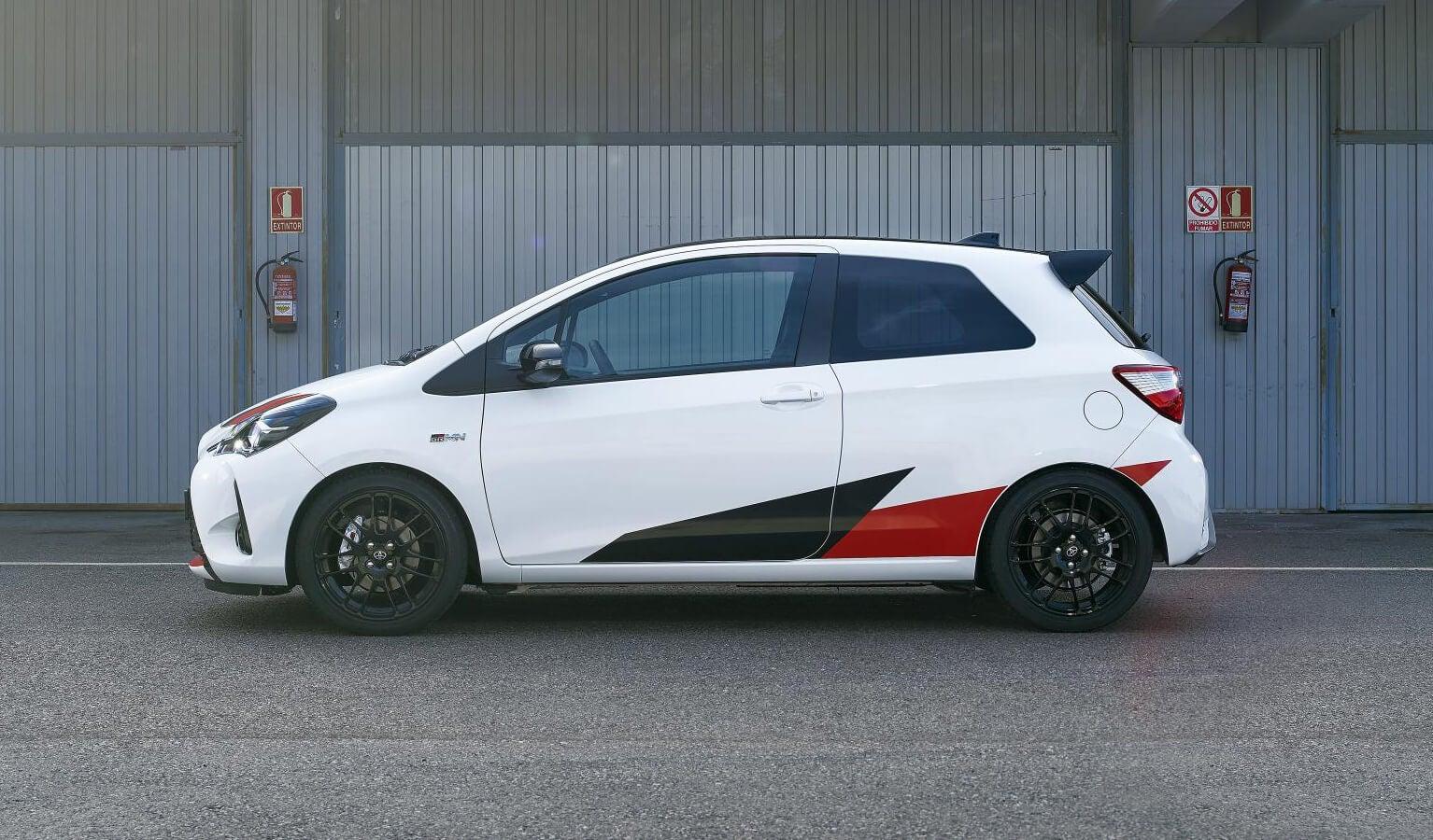 Toyota Yaris GRMN: lateral