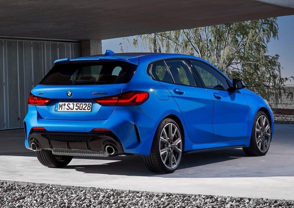 BMW M135i 2019: trasera.