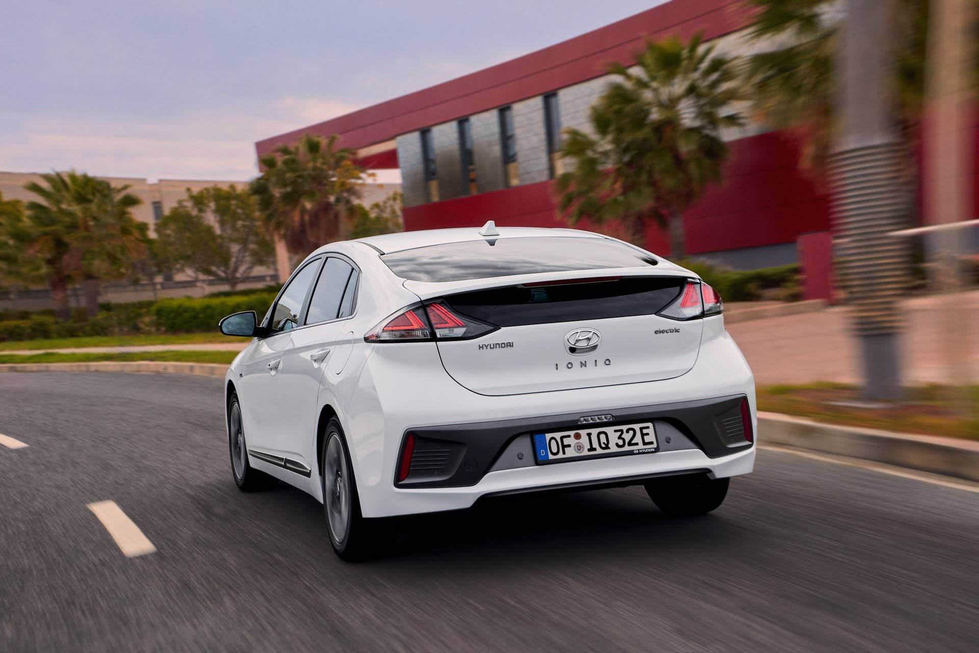 Hyundai IONIQ 2020: trasera.
