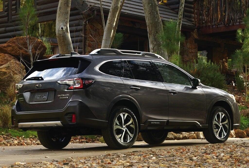 Subaru Outback 2019: trasera.