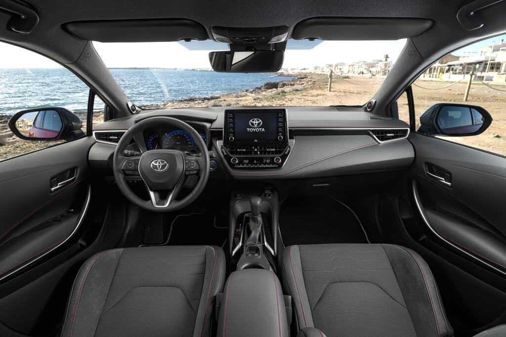 Toyota Corolla Hybrid: interior