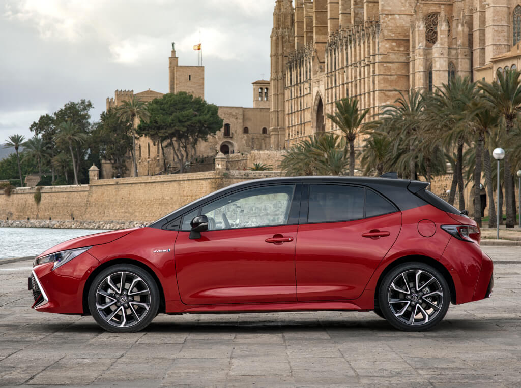 Toyota Corolla Hybrid: lateral