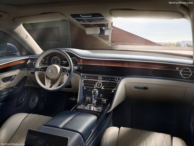 Interior del Bentley Flying Spur 2020.