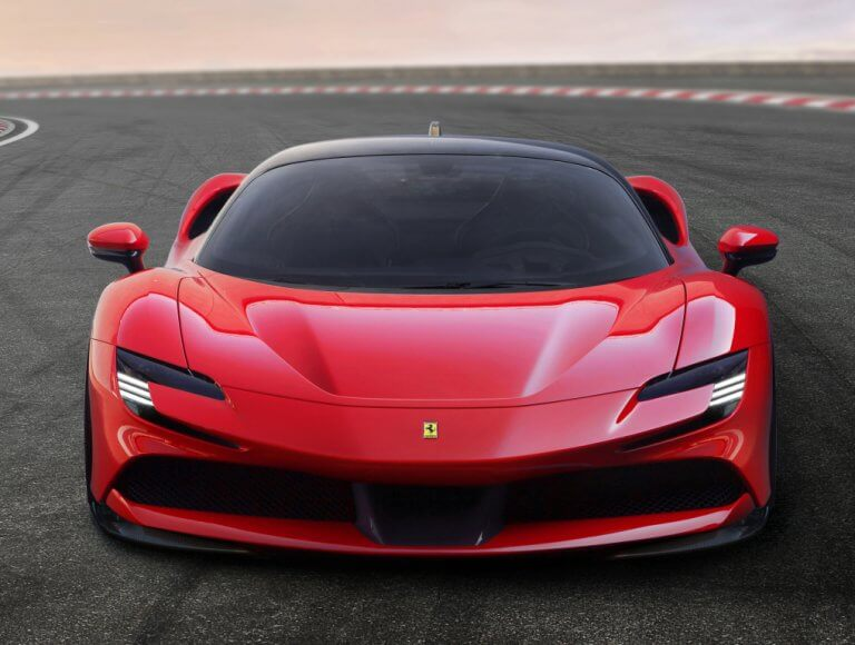 Ferrari SF90 Stradale, el primer híbrido enchufable de Maranello