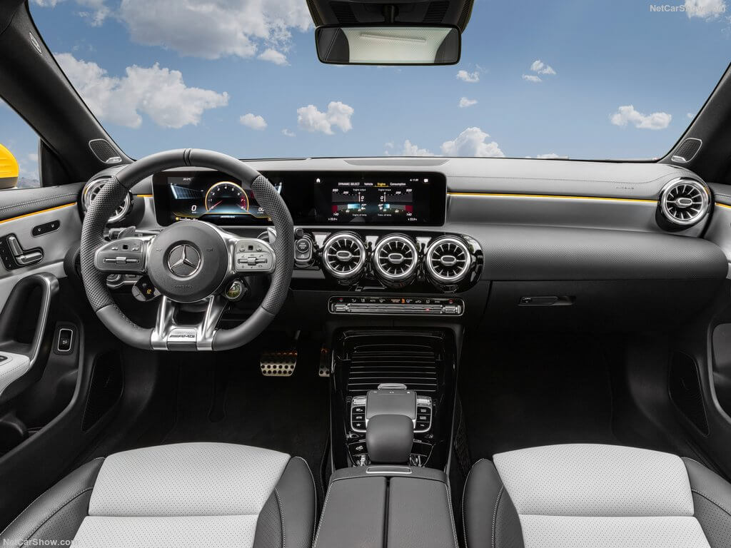 Mercedes-AMG CLA 35 4MATIC Shooting Brake, interior.