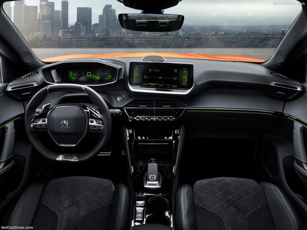 Peugeot 2008 2020: habitáculo.