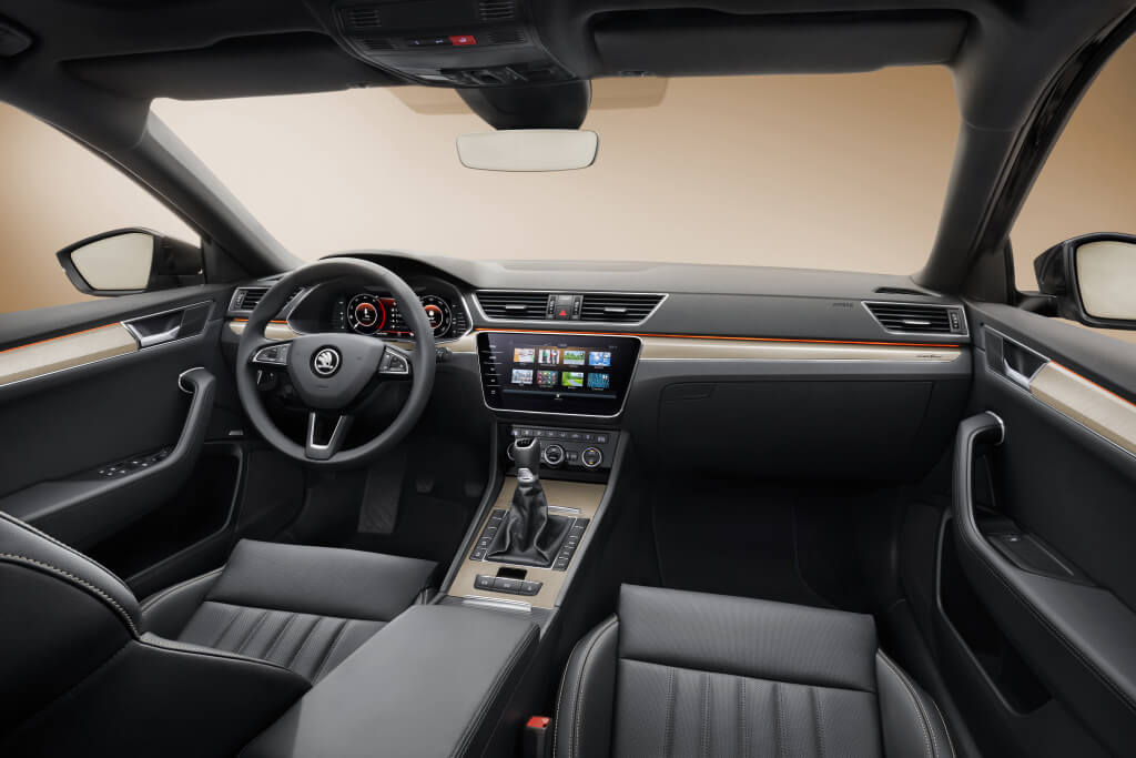Skoda Superb 2019: interior.