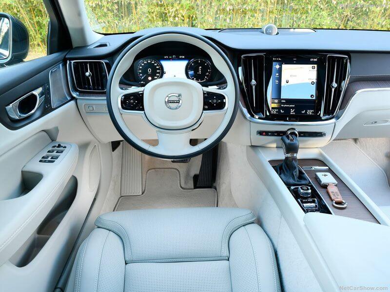 Volvo V60, interior.