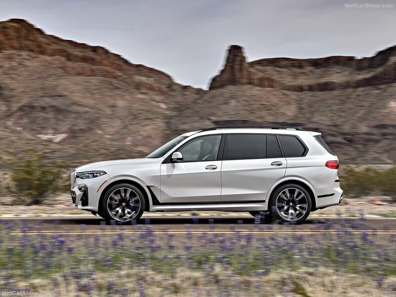 BMW X7 M50i, lateral.