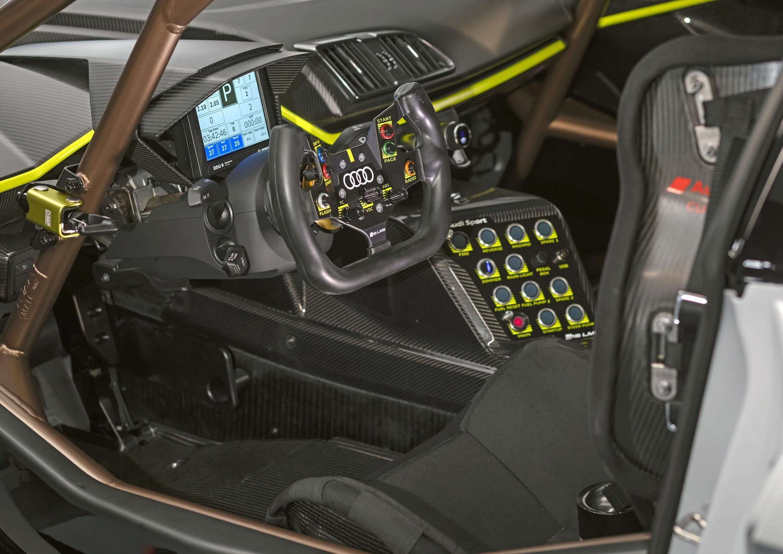 Audi R8 LMS GT2: interior