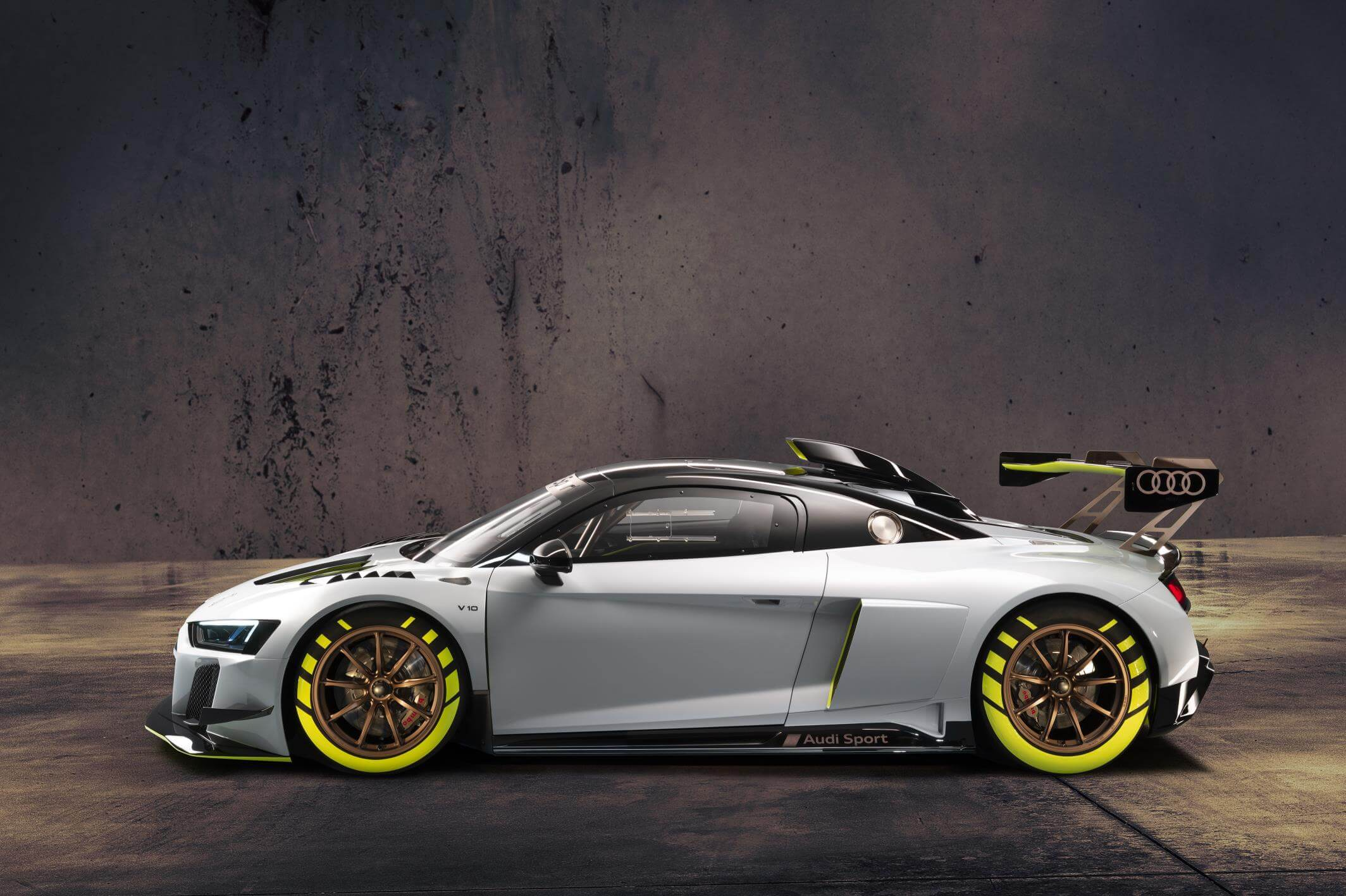 Audi R8 LMS GT2: lateral