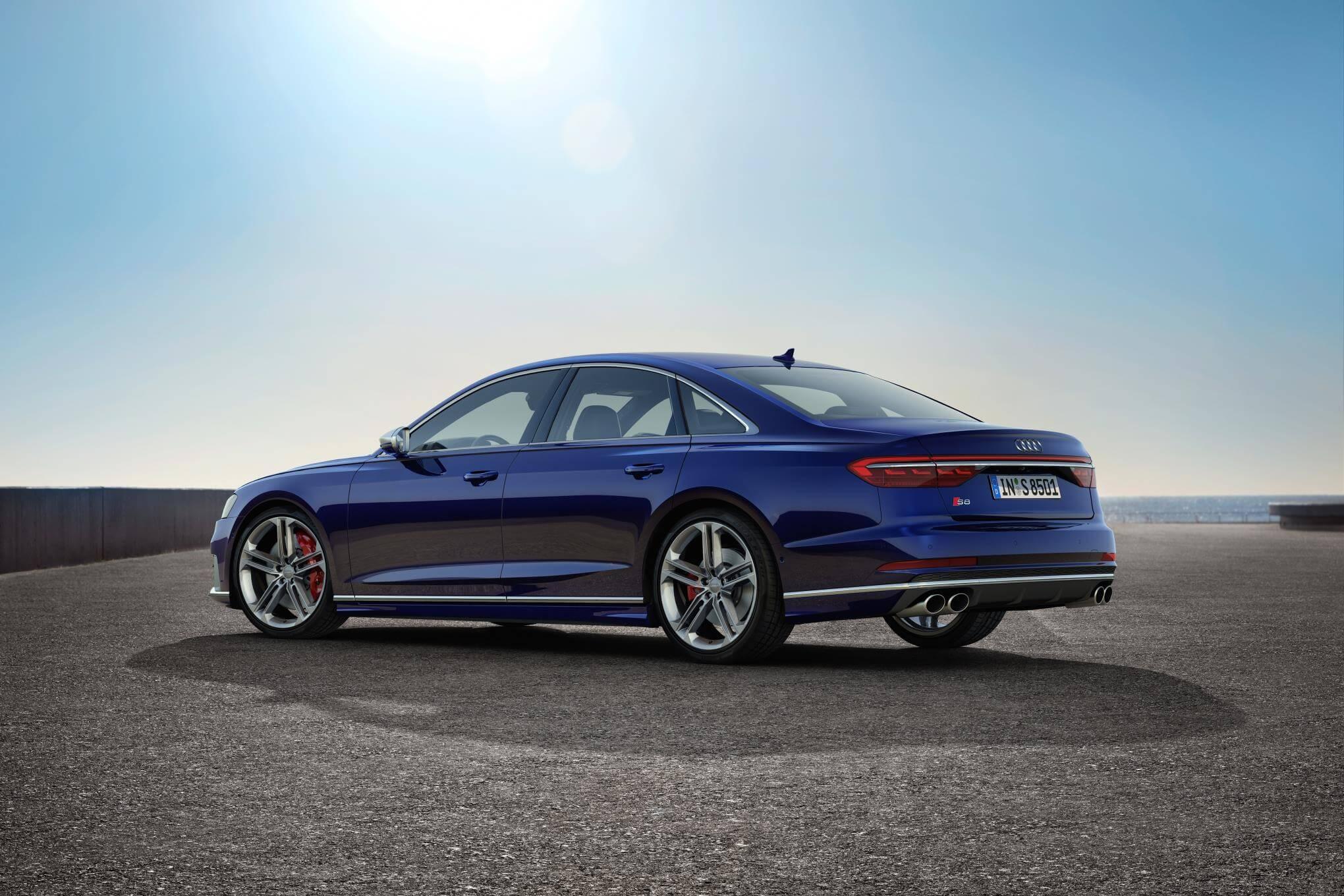 Audi S8 2020: zaga.