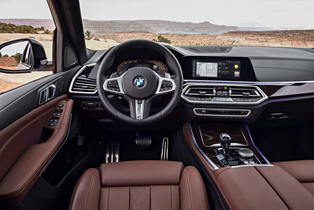 Interior del BMW X5 M50i.