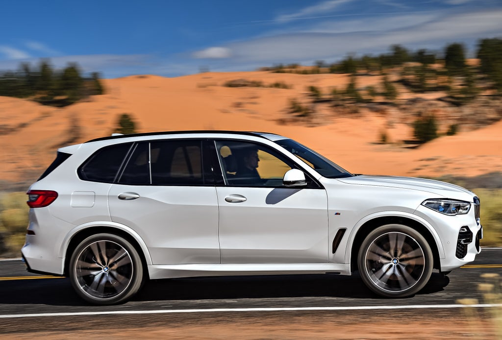 BMW X5 M50i, lateral.