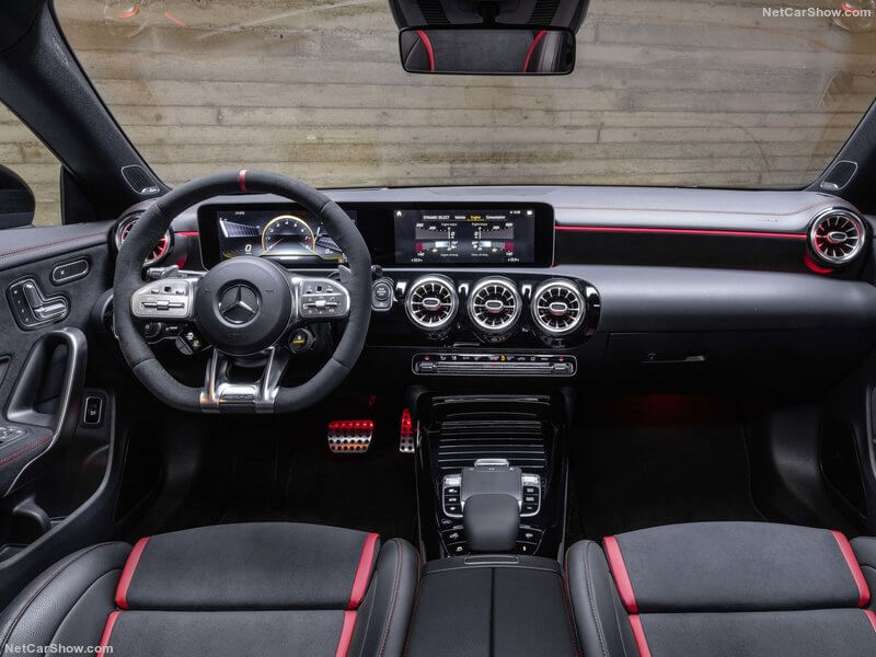 Interior del Mercedes CLA 45 4MATIC+ Shooting Brake.
