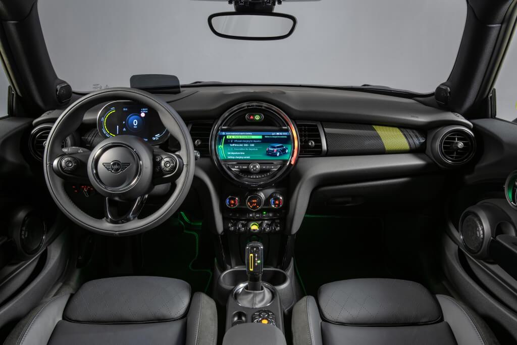 MINI Cooper SE: interior.