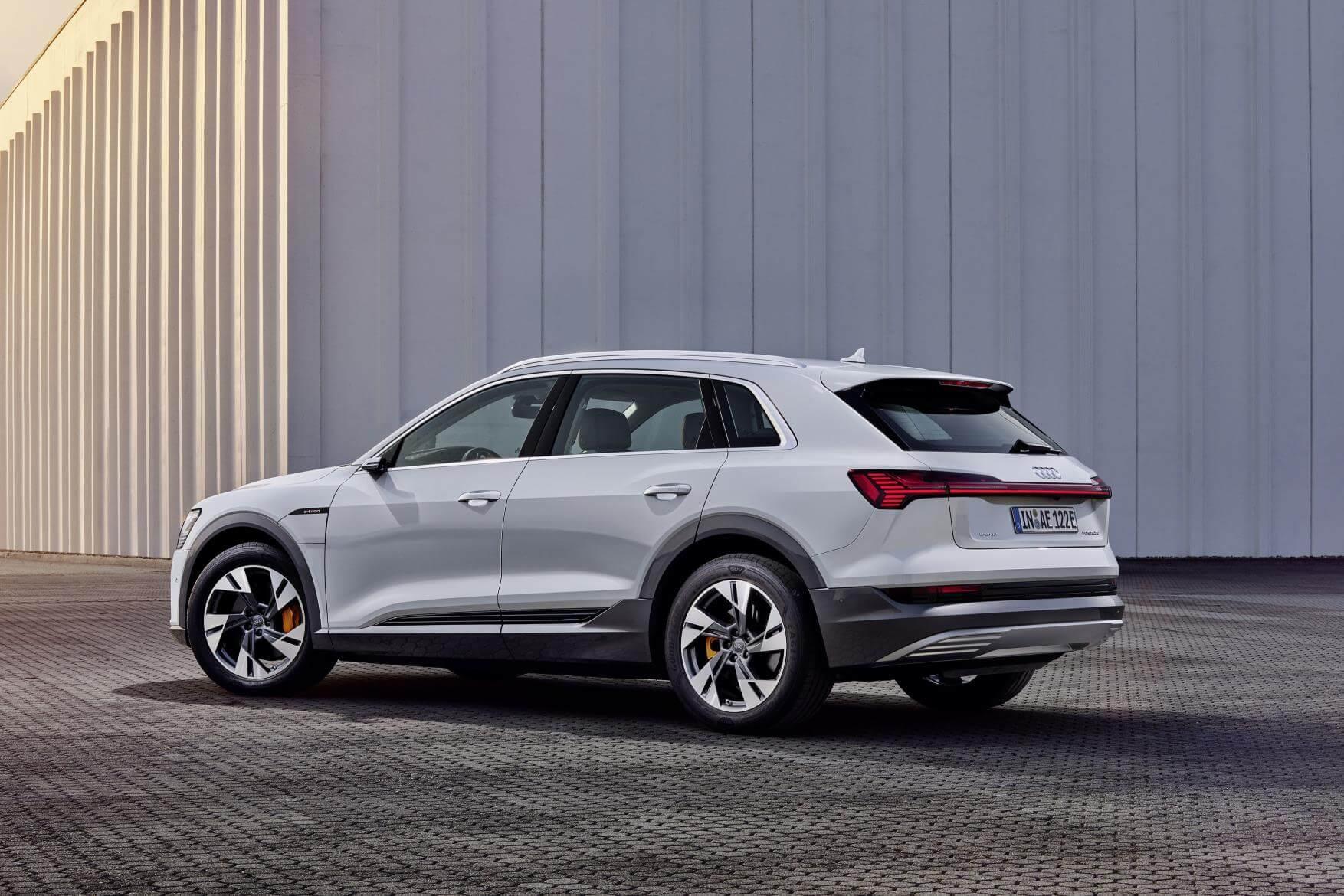 Trasera del Audi e-tron 50 quattro