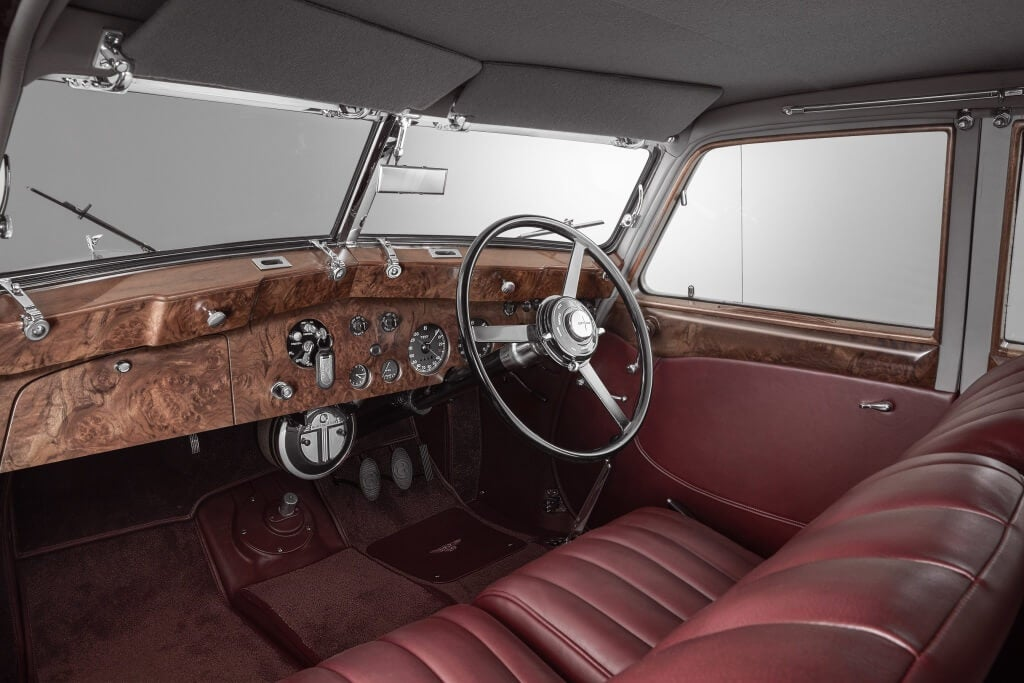 Bentley Corniche Recreation by Mulliner: interior.