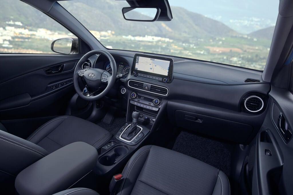 Hyundai Kona Hybrid: interior.