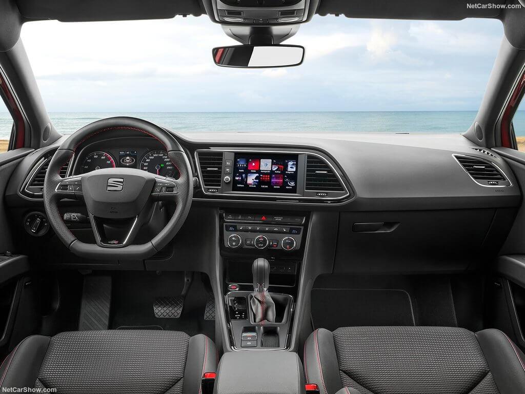 Diseño interior del Seat León FR.