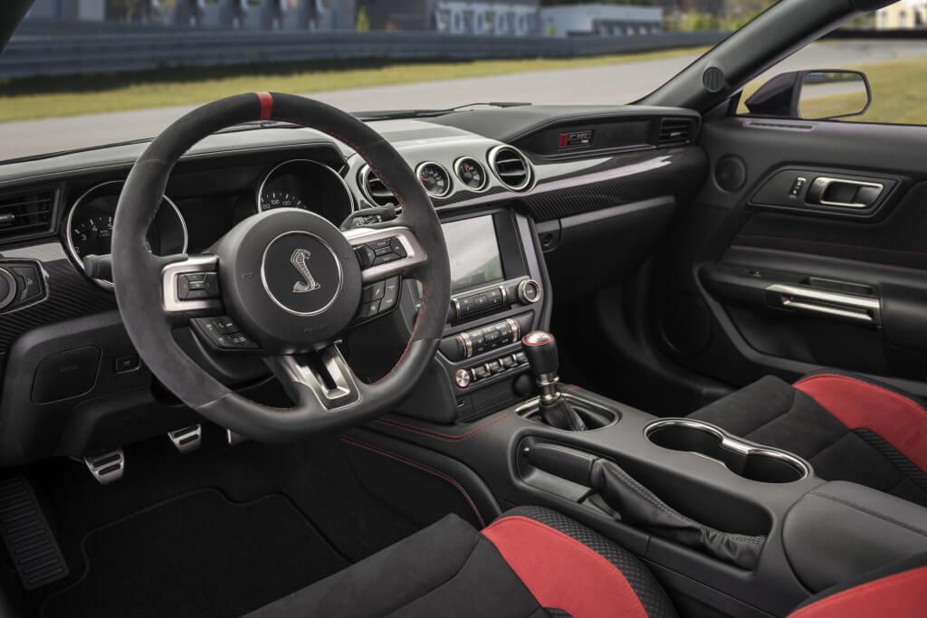 Shelby Mustang GT350R: interior.