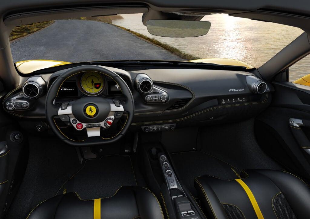 Ferrari F8 Spider, diseño interior.