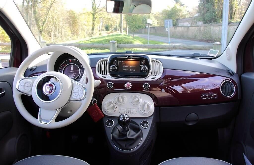 Fiat 500 Lounge: interior.