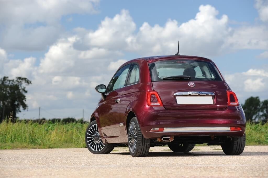 Fiat 500 Lounge: trasera.
