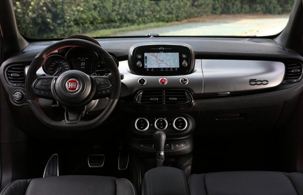 Fiat 500X Sport: interior.