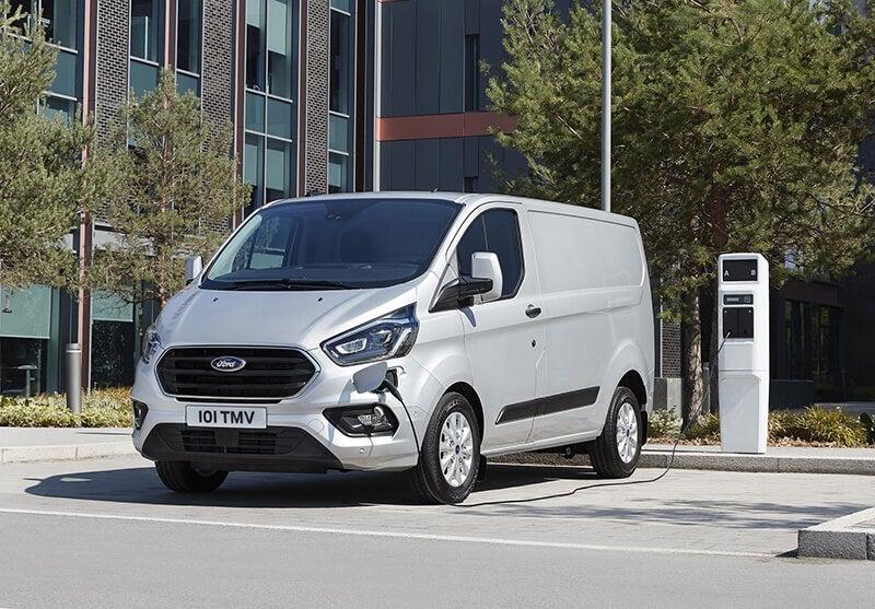 Ford Transit y Tourneo Custom PHEV: furgones híbridos enchufables
