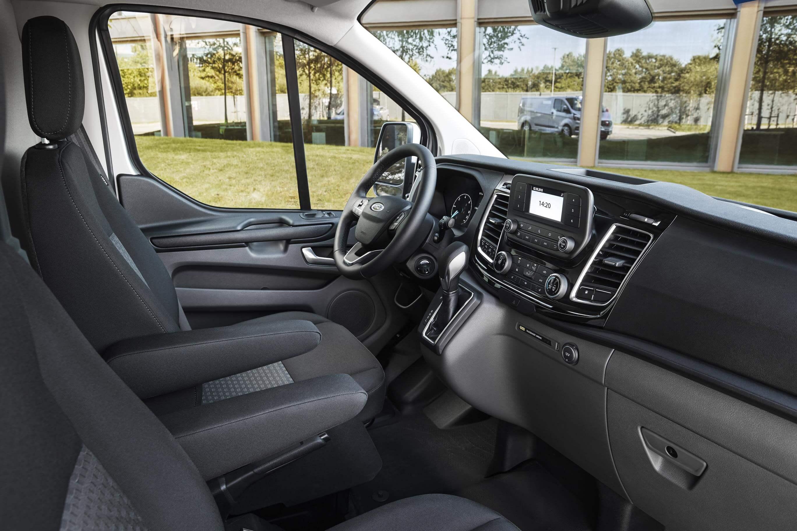 Interior del Ford Transit Custom PHEV