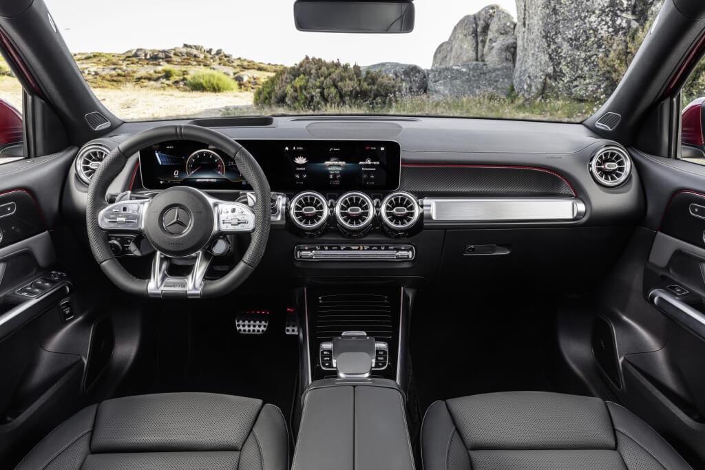 Mercedes-AMG GLB 35, interior.
