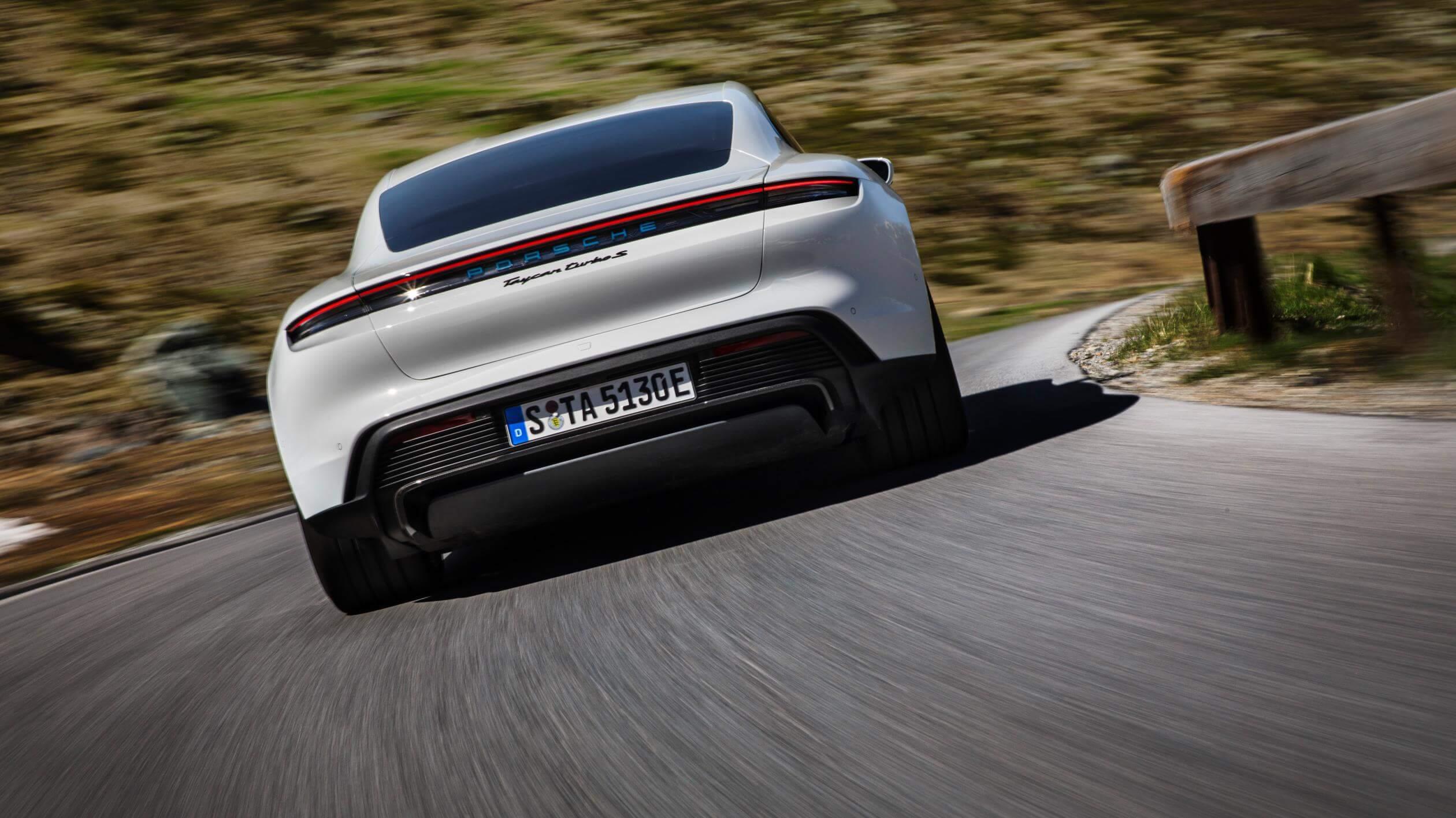 Trasera del Porsche Taycan Turbo S