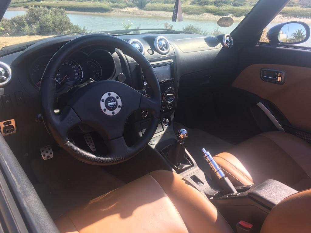 Daihatsu Copen: interior.