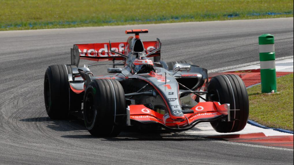 Fernando Alonso con el McLaren-Mercedes MP4-22 de 2007