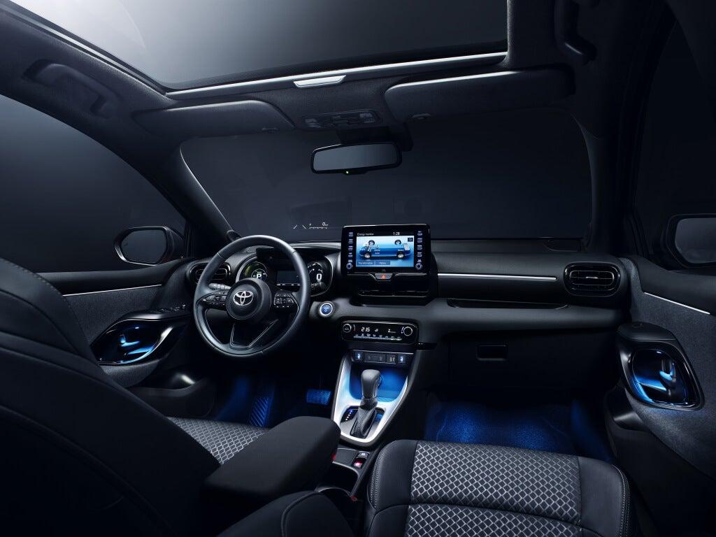 Toyota Yaris 2020: interior.