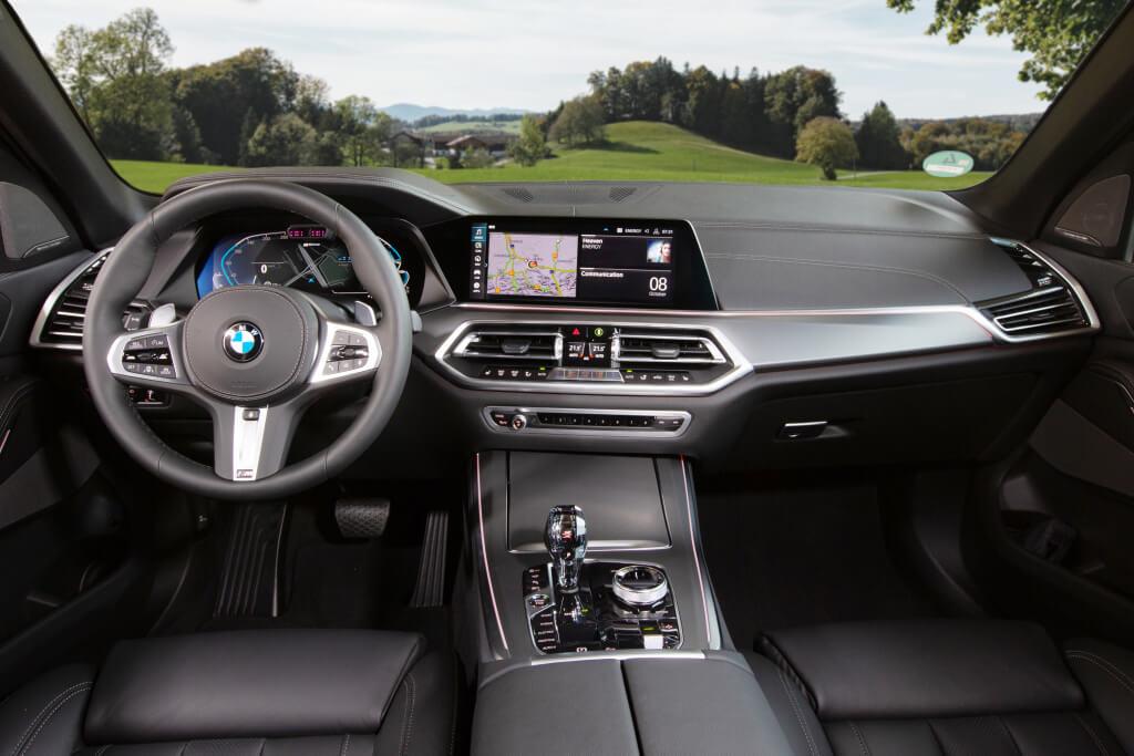 BMW X5 xDrive45e, interior.