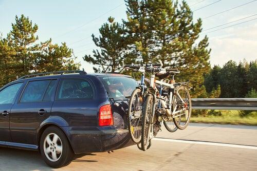 Portabicicletas para el coche: tipos y consejos
