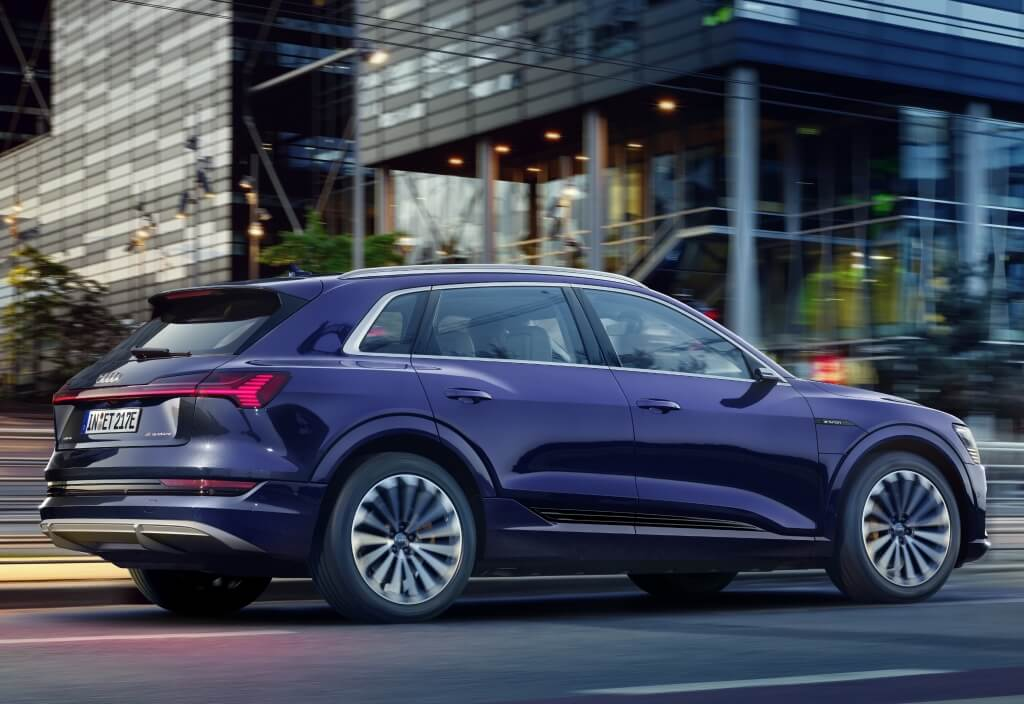 Audi e-tron S-Line 2020: perfil.