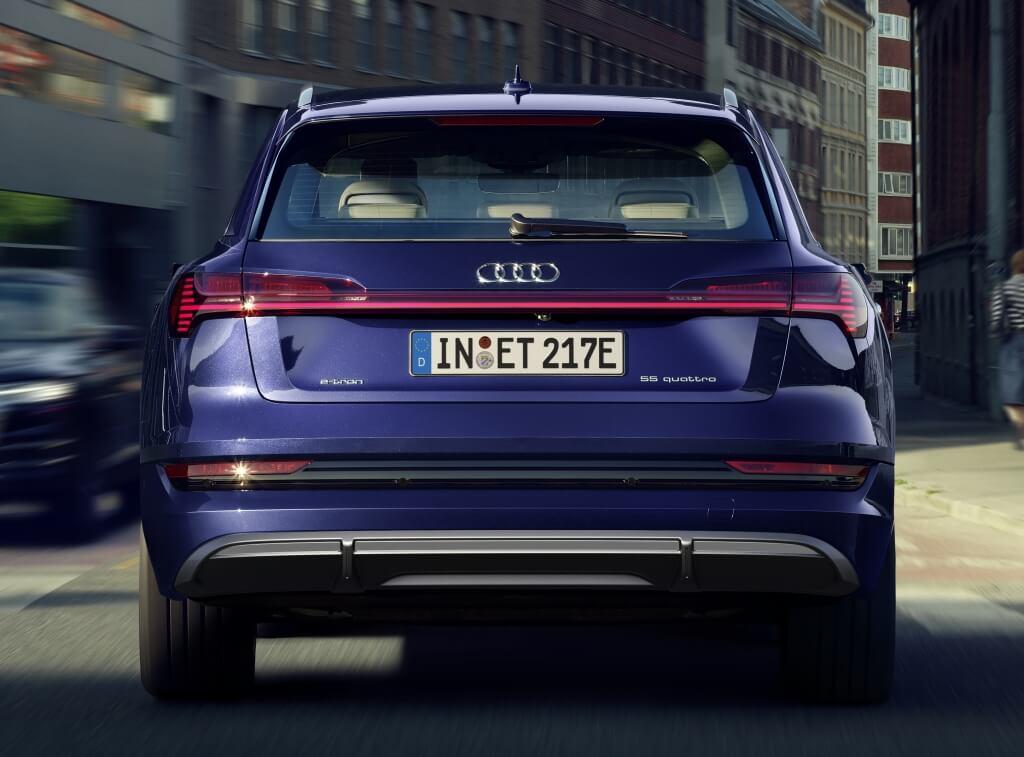 Audi e-tron S-Line 2020: trasera.