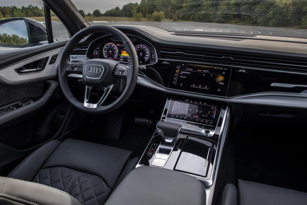 Audi Q7 TFSI e, interior.