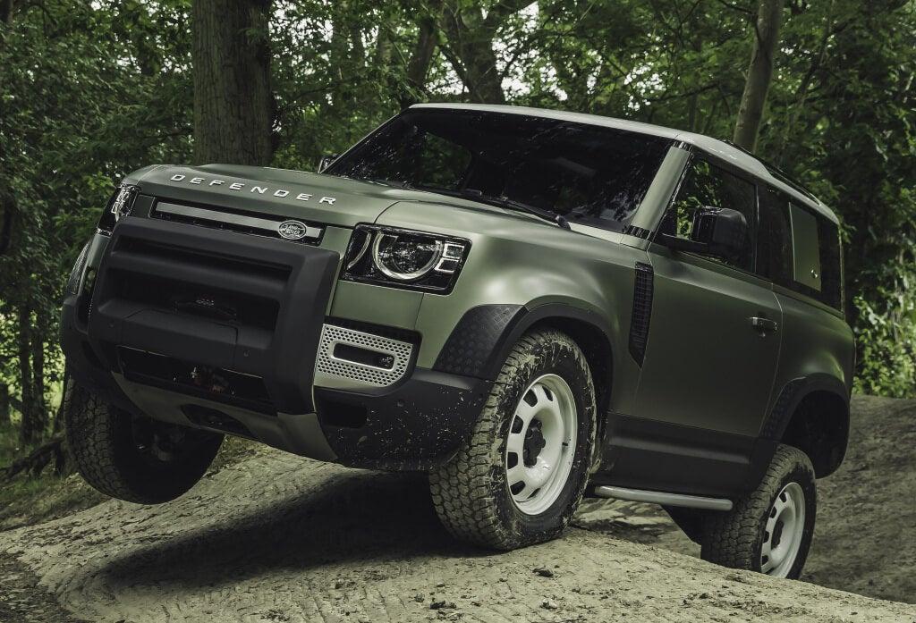 Land Rover Defender 2020 en campo.