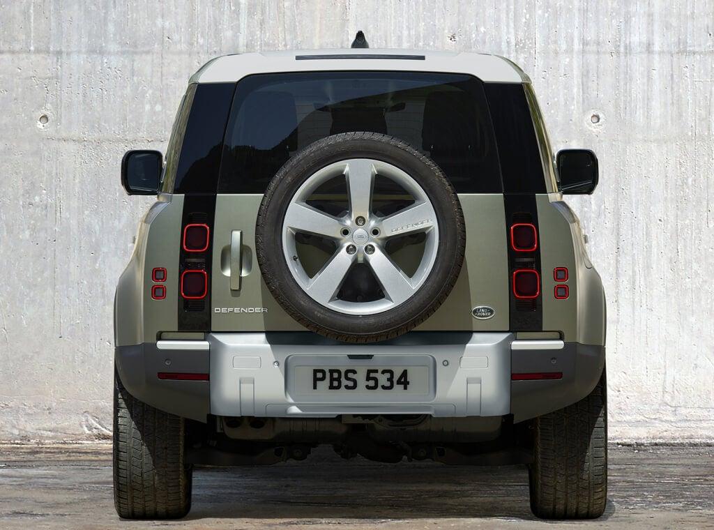 Land Rover Defender 2020, trasera.