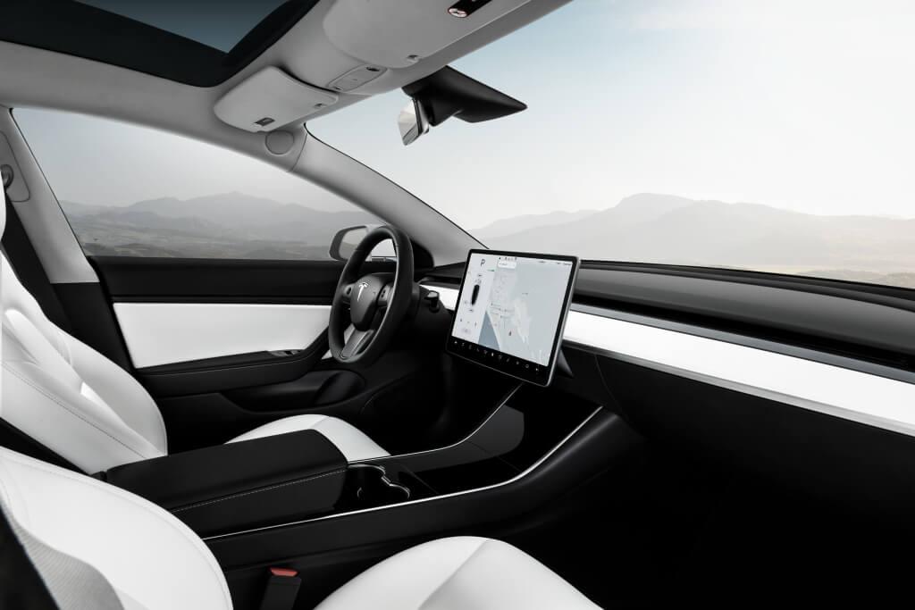 Tesla Model 3 Performance: interior.