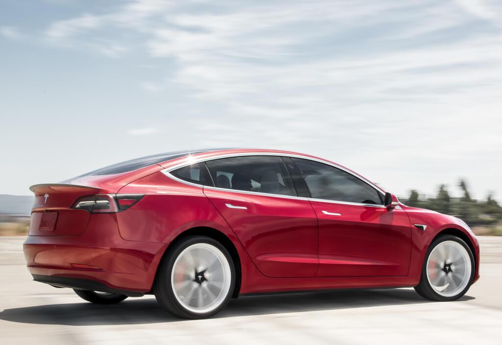 Tesla Model 3 Performance: trasera.
