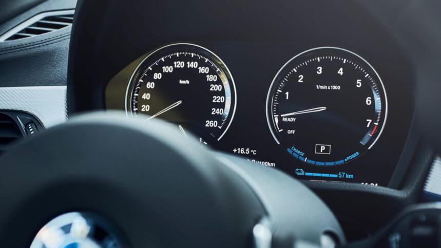 BMW X2 xDrive25e, instrumentación.