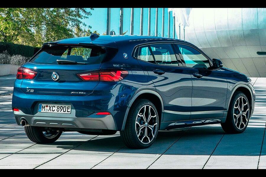BMW X2 xDrive25e, trasera.