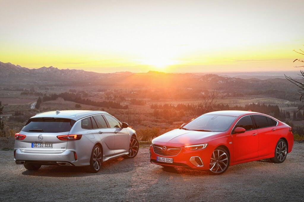 Trasera del Opel Insignia GSi 2020.