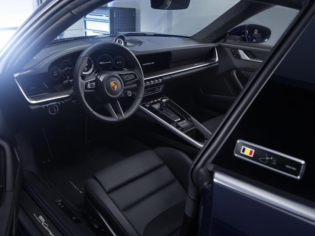 Porsche 911 Belgian Legend: interior.
